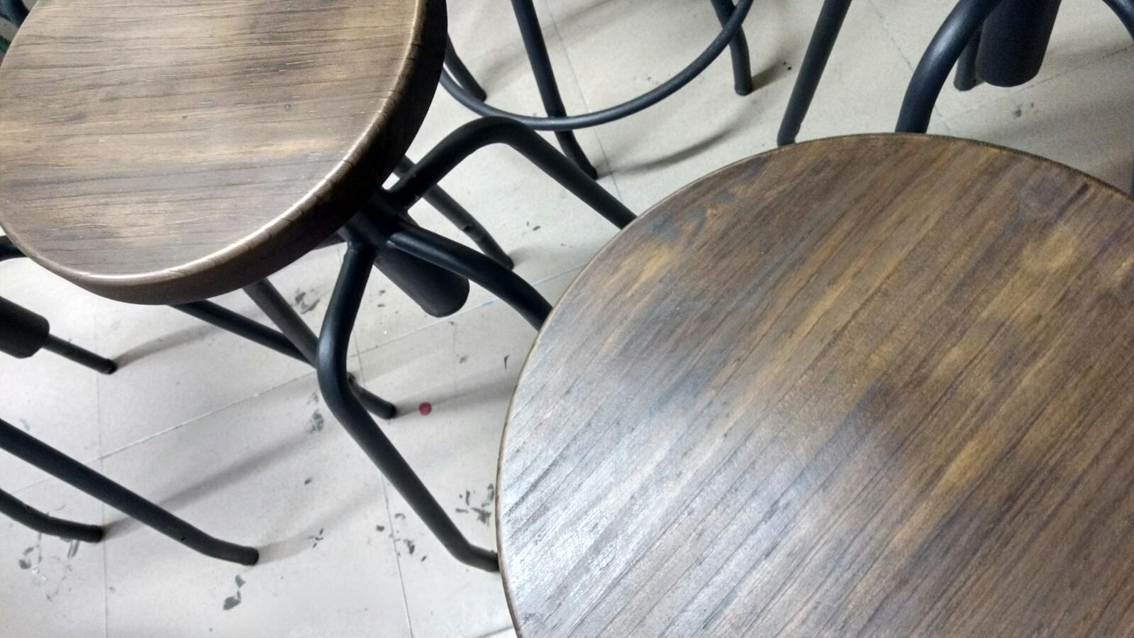 Sillas pintadas en Graphite y madera con Soft Wax Dark - TRATE Tienda Taller - Chalk Paint Annie Sloan