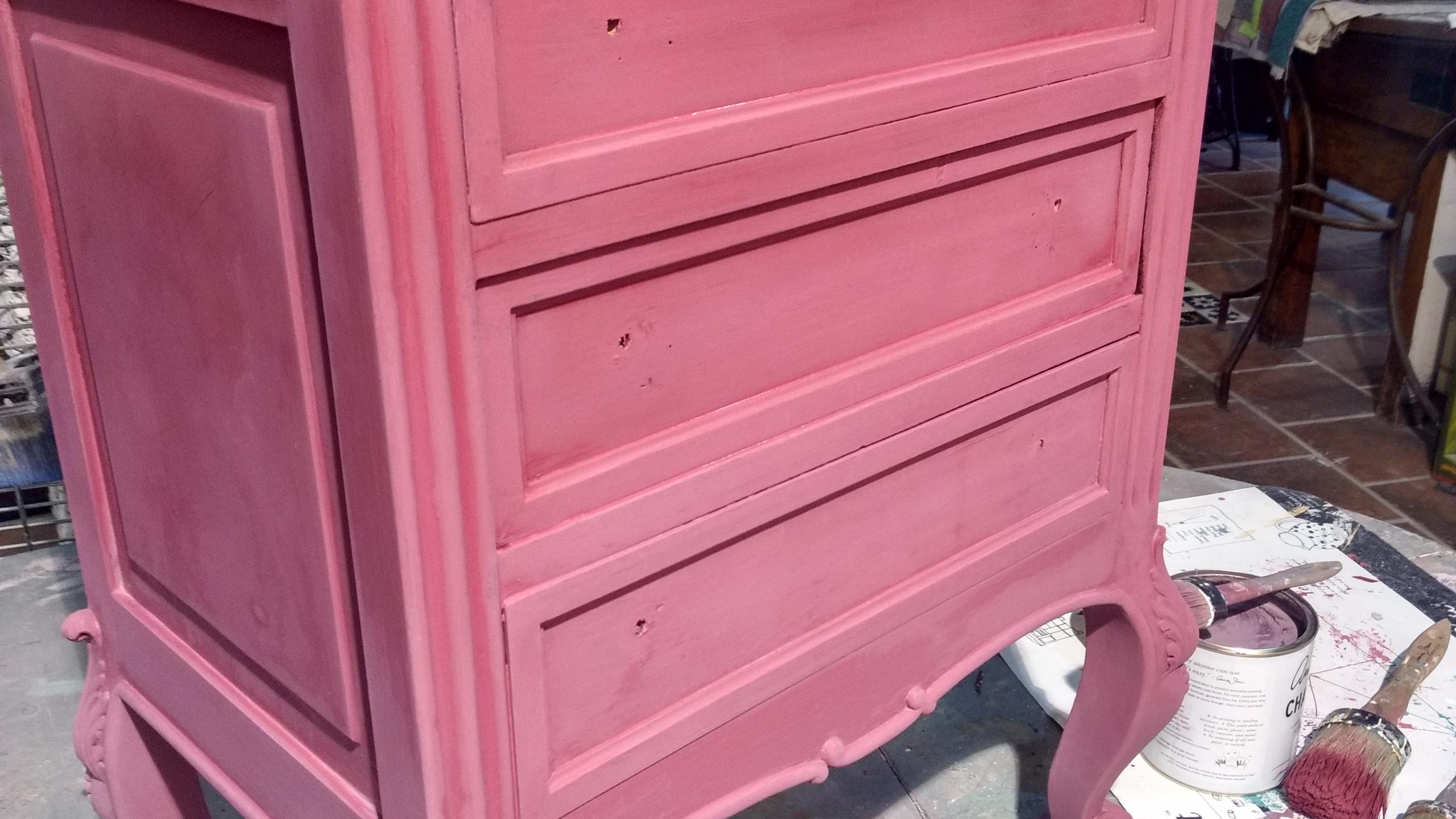 Muebles pintados con un degradado de color en Burgundy y Emile. Aplicación de la primera capa. - Trabajo realizado TRATE Tienda Taller, pintado con Chalk Paint Annie Sloan