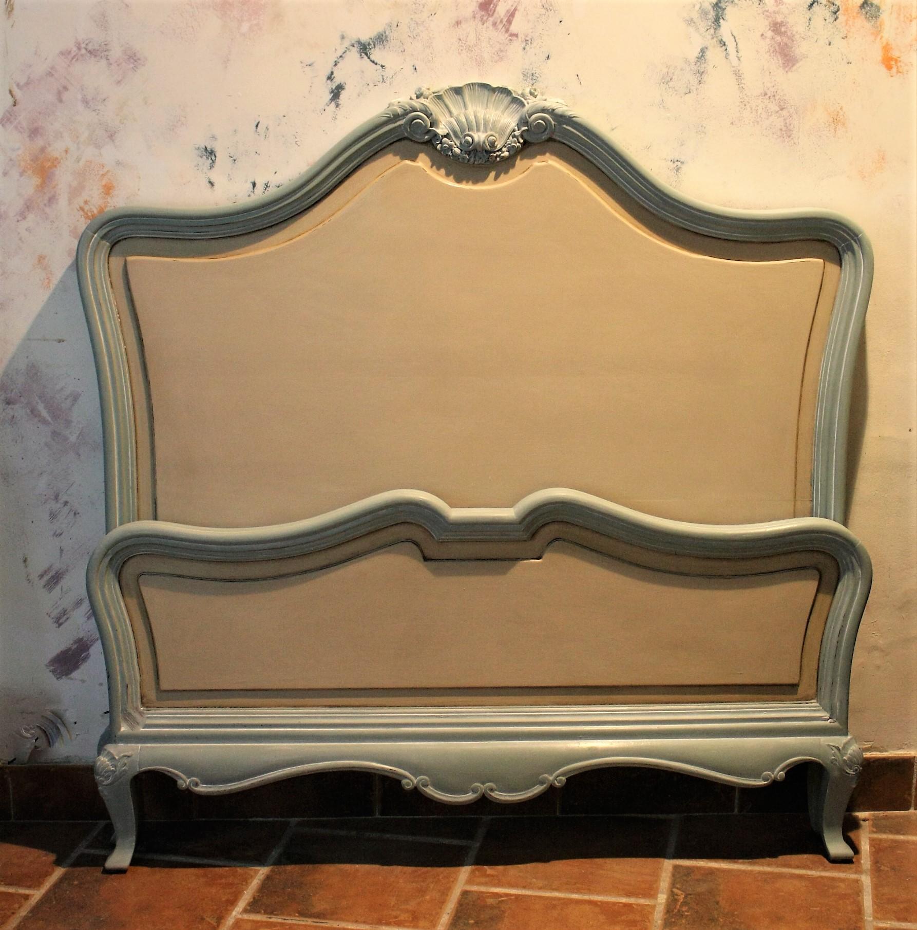 Cama pintada estilo Romántico