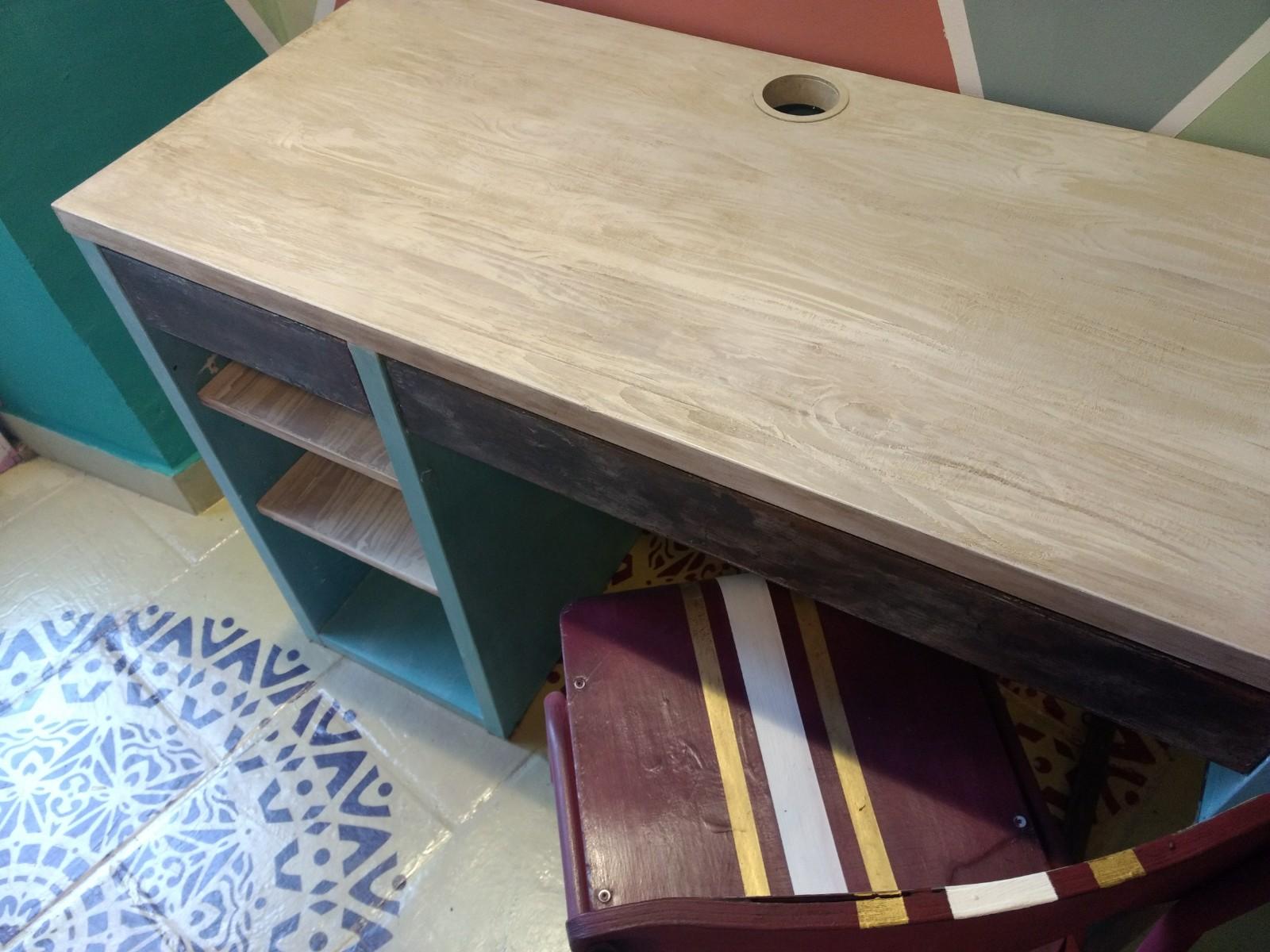 Veteado en colores claros imitando la madera natural lavada - TRATE Tienda Taller - Chalk Paint - Bilbao