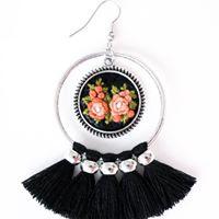 Pendientes con pequeñas obras de arte bordadas en miniatura - Ana´s Closet - Trate Tienda Taller de Artesanía y Restauración