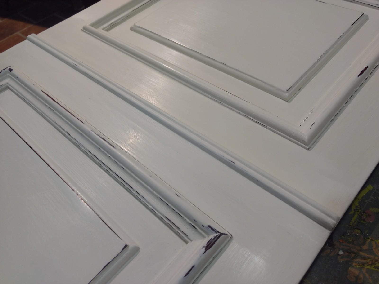 Teníamos claro que el color principal iba a ser el blanco ¿Pero qué tipo de blanco?, ¿cálido o frío?