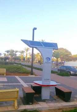 עמוד טעינה סולארי ציבורי