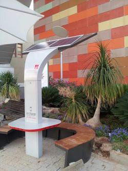 מערכת ישיבה סולארית לסמארטפונים