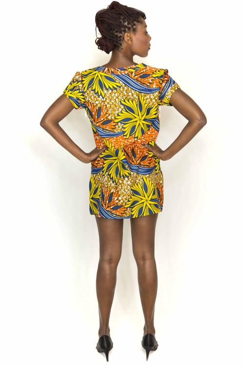 70576dc1a38 Cette robe vous donnera un look rétro à la fois chic et funky! Coupe  droite