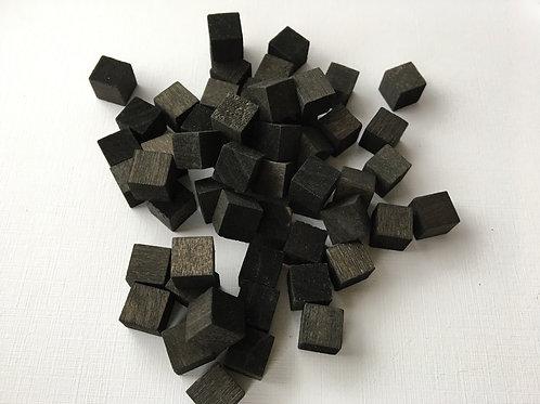 Кубик черный  дерево 10 мм