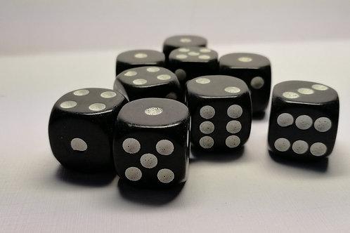 Кубик черный с белыми точками 16 мм
