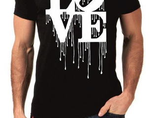 Artjunkie Stops HM from selling copies of there iconic Grafitti Love T shirt