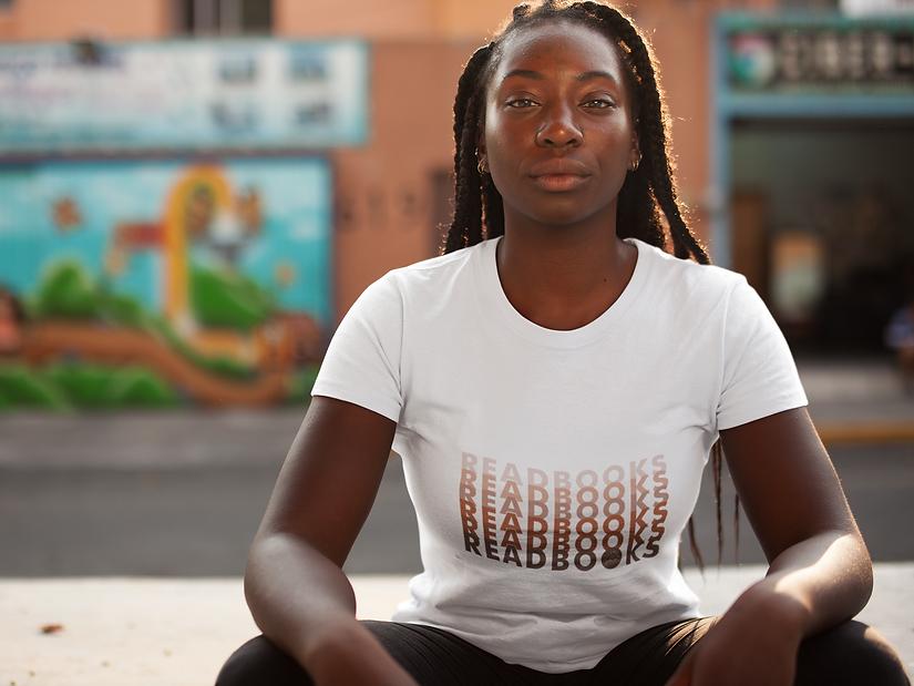 young-black-woman-with-dreadlocks-wearin