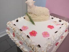 Vierkant communie taart met meringue