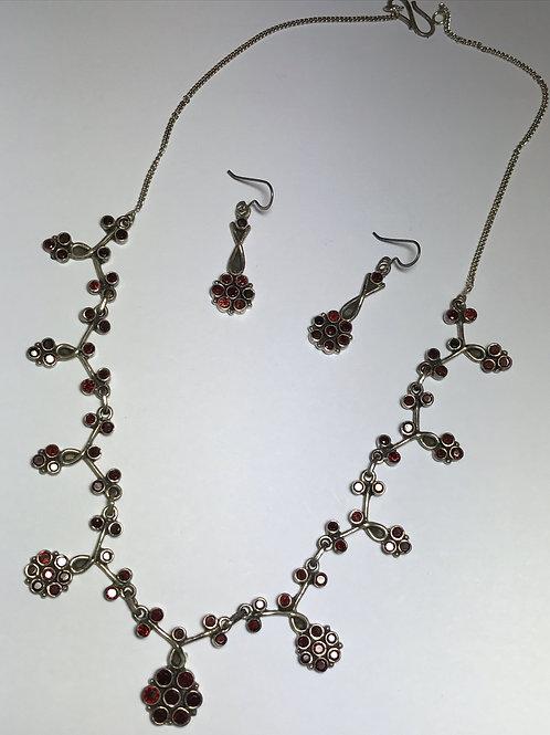 Elegant Cascading Scalloped Garnet Gemstone Necklace