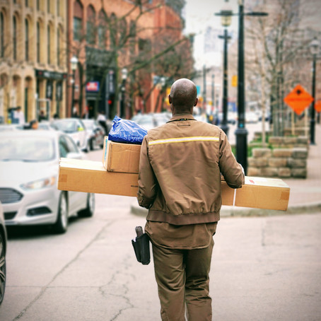 What's the Difference Between Freight and Courier?