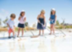 Quatre-enfant-dans-les-marais-salant