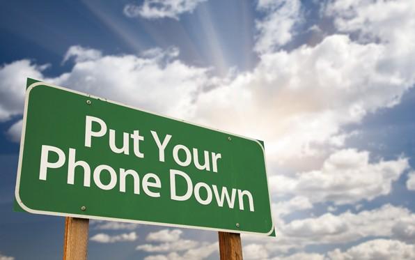 driving_putyourphonedownsign.jpg