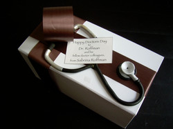 Dr.'s Cake Delivery Box