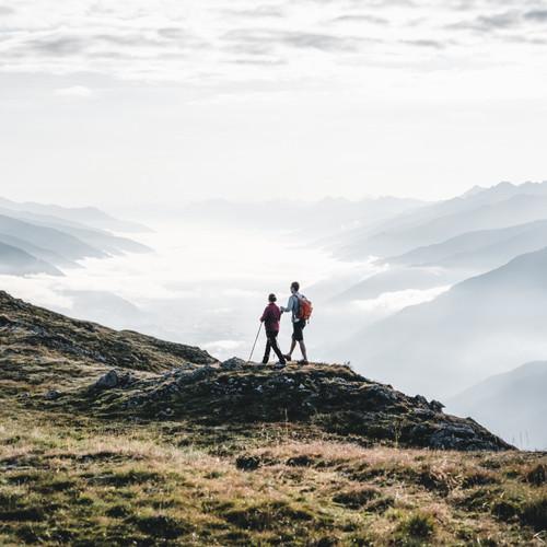 bergbaur-neukirchen-grossvenediger-wandern-sommer-paerchen-berge-panorama-aussicht-wolken-