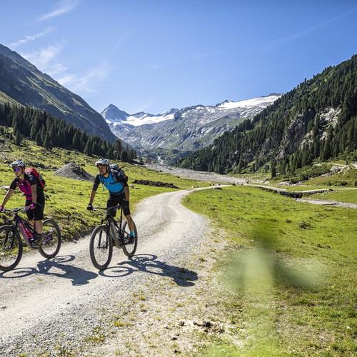 bergbaur-neukirchen-grossvenediger-mountainbike-obersulzbachtal-sommer-min.jpg