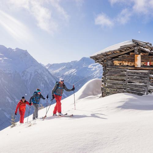 bergbaur-neukirchen-grossvenediger-schneeschuhwandern-winter-ausflug-schnee-huette-berge-m