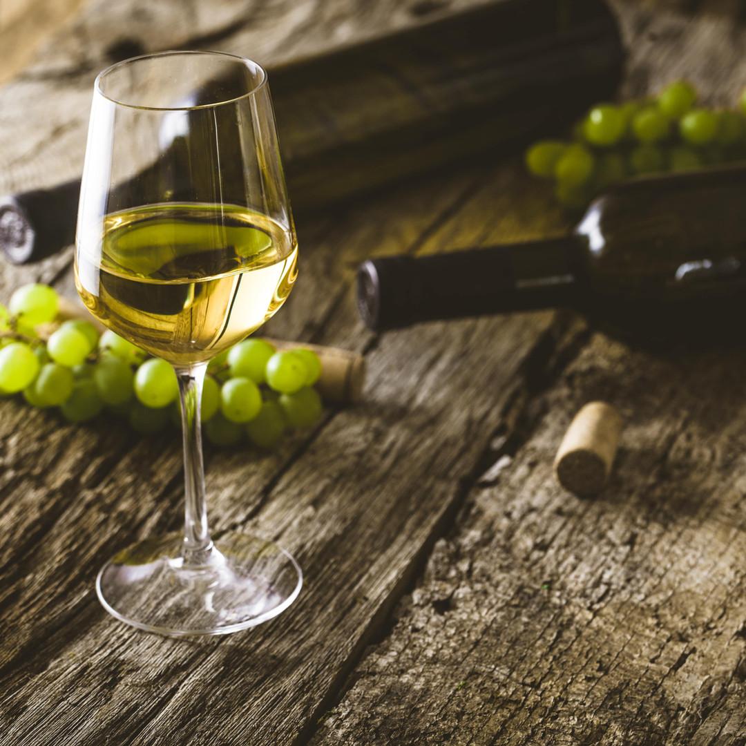 white-wine-PTTRF3H-min.jpg