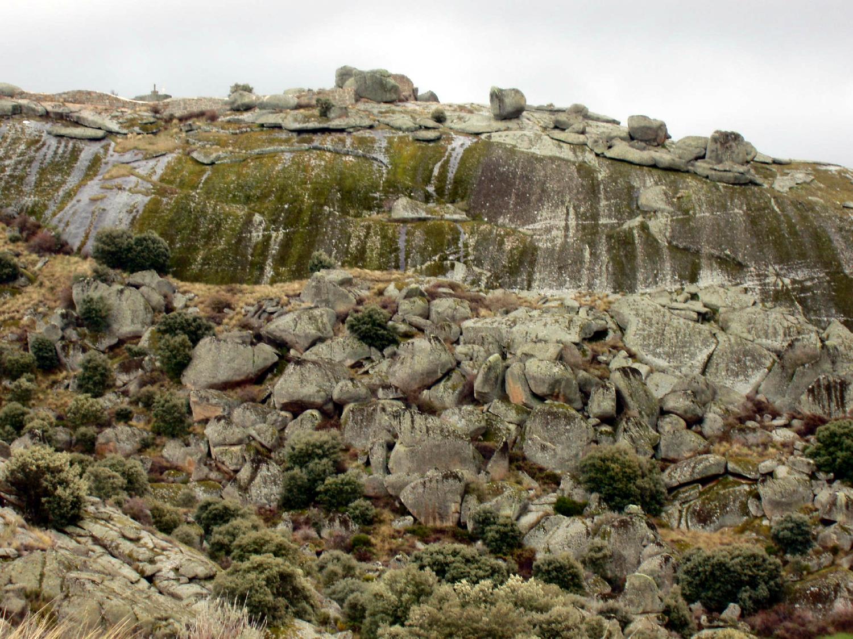 Castillo sobre domo granítico.