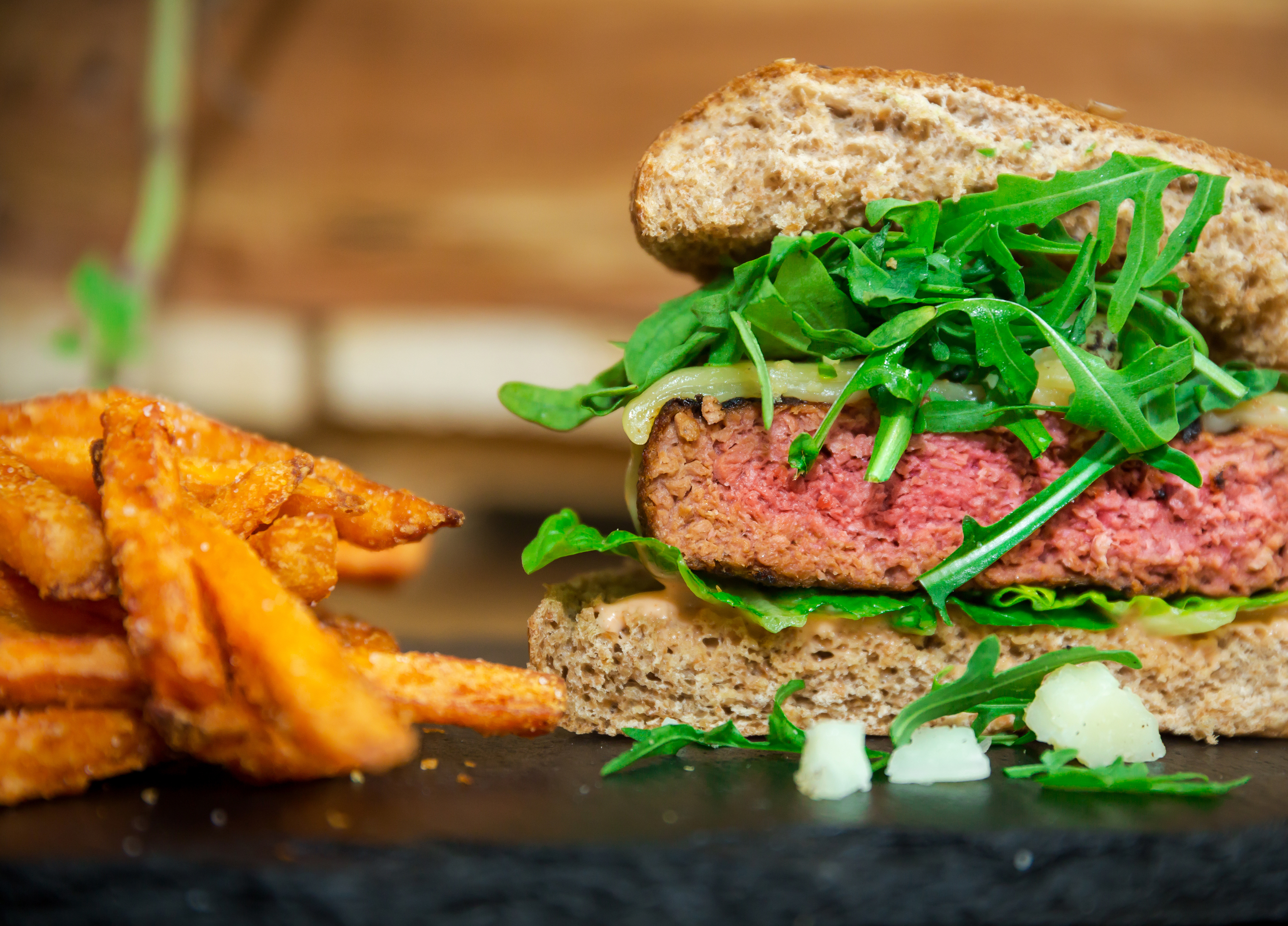 Business Development / Co-Gründer: PLANTY-OF-MEAT - plant-based burger