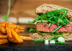 Business Development / Co-Gründer: PLANTY-OF-MEAT - plant-based burger