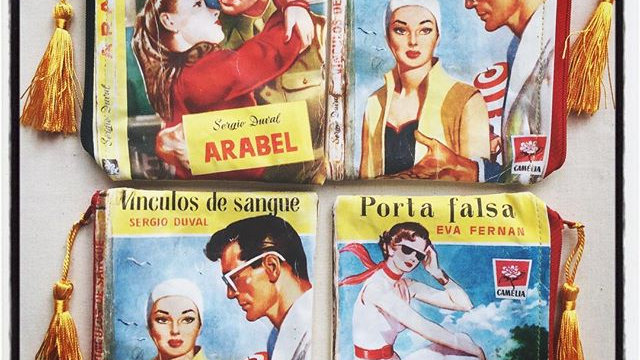 Vintage Portuguese romance printed purse