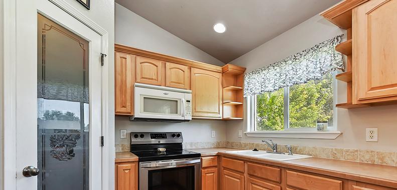 015_Kitchen.jpg