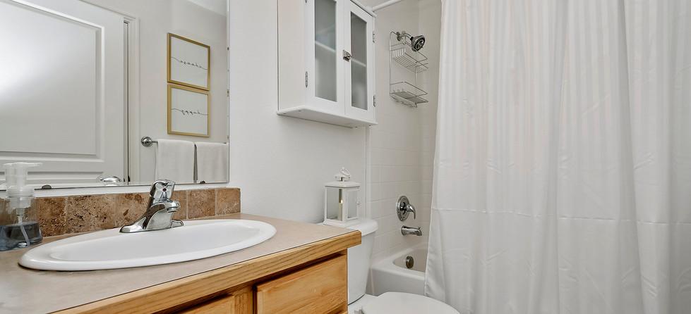 016_Bathroom.jpg