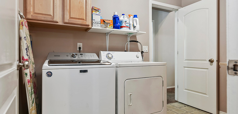 027_Laundry Area.jpg