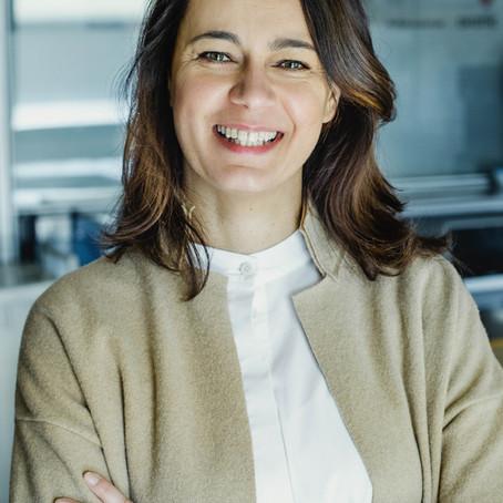 """WOMAN FOR LIKE. Katia Mignogna, vicepresidente di """"Arte e Libro"""", onlus impegnata."""
