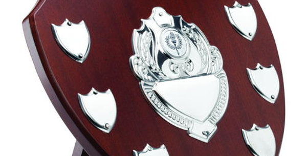 MAHOGANY SHIELD WITH CHROME FRONTS AND 7 RECORD SHIELDS (1in CENTRE) - 11in