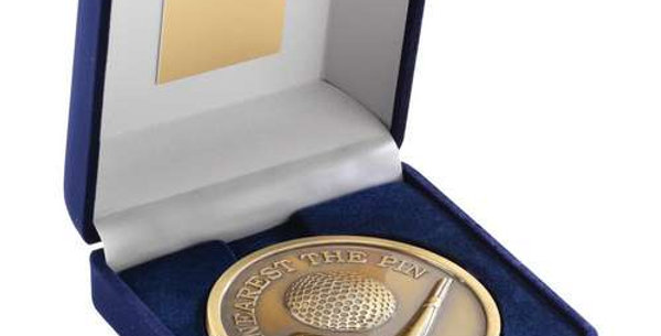 """BLUE BOX AND MEDALLION GOLF GOLD NEAREST THE PIN 4"""""""