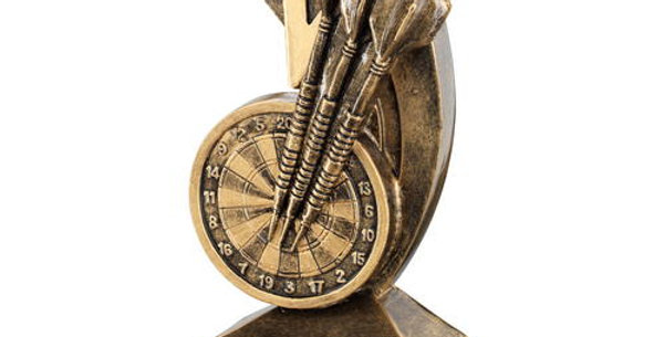 DARTBOARD/DARTS WITH SHOOTING STAR TROPHY