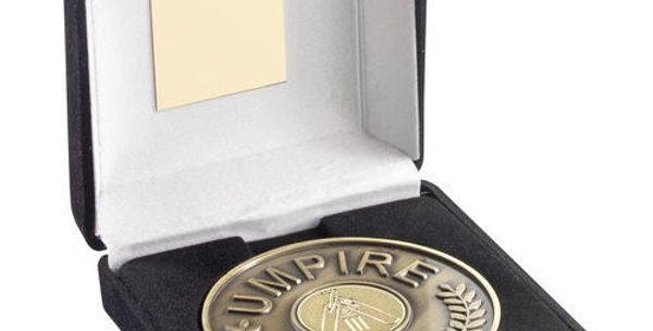 BLACK BOX AND UMPIRE MEDALLION WITH CRICKET INSERT