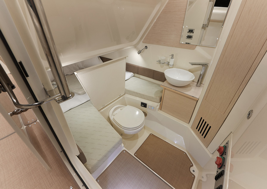 CC8769617_Catalina_30_ToiletSink_mj[1].j