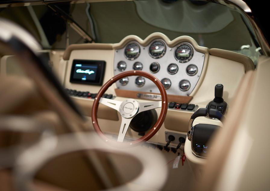 CC8179516_Launch_32_SteeringWhlAndGauges