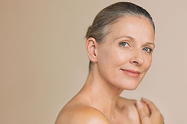 Beauty-mature-woman-smiling-994810736_38