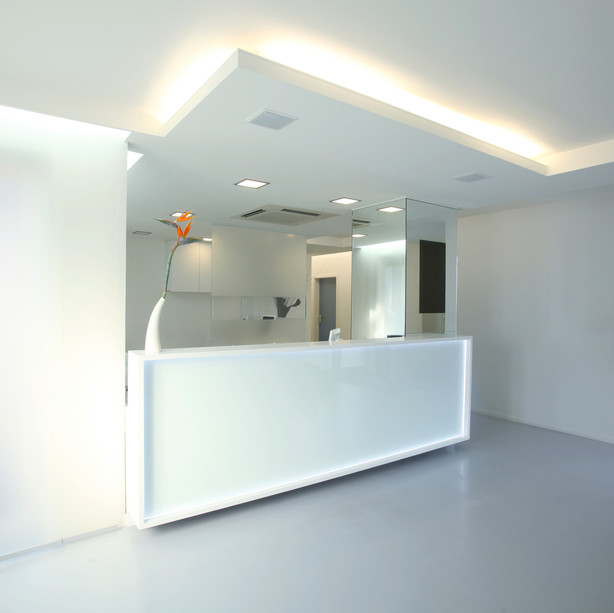 Reception-desk-157429315_2122x1415.jpeg
