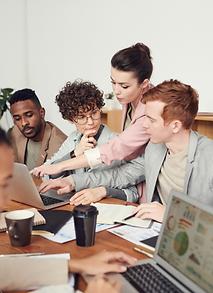 salariés sédentaires en réunion d'équipe