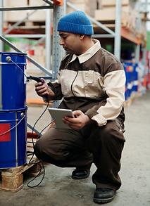 technicien dans un entrepôt
