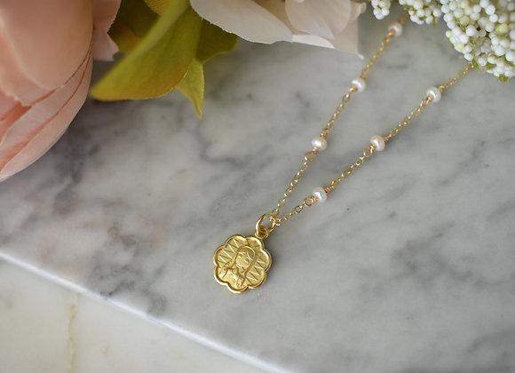 Collar Virgencita Flor con perlas