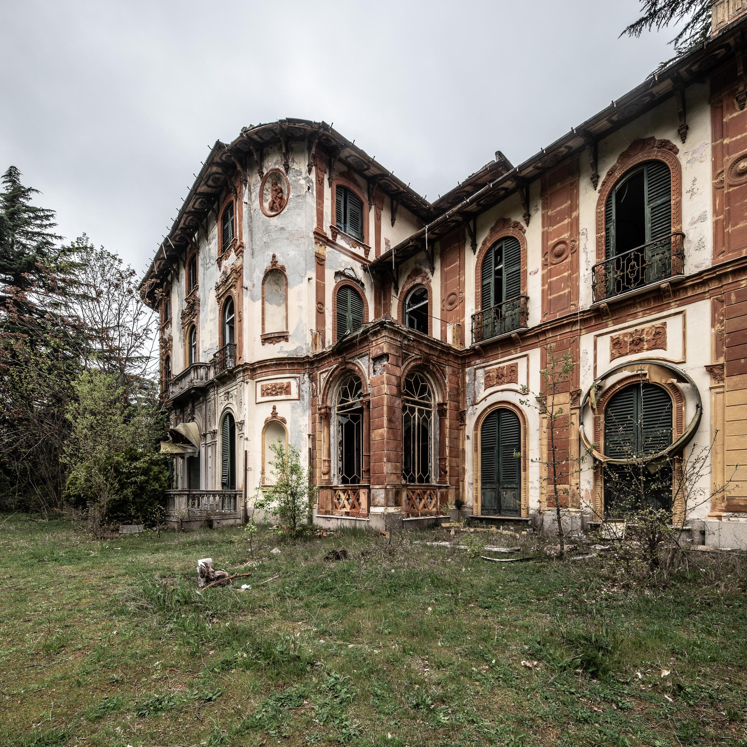 Villa M.