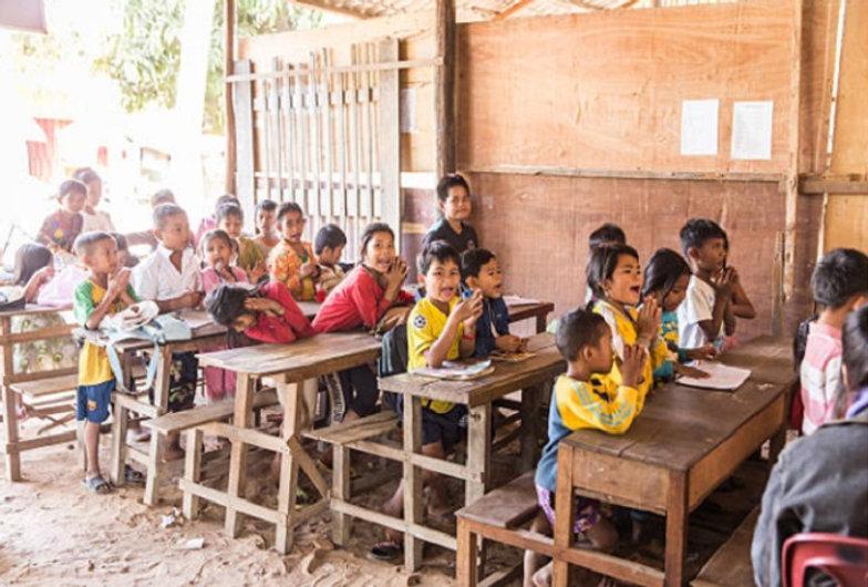 学校カンボジア.jpg