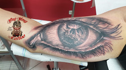 Augen Tattoo mit Skull