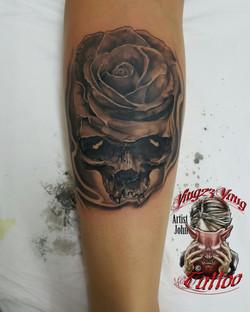 Skull mit Rose