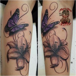 butterfly Tattoo mit Flower von John