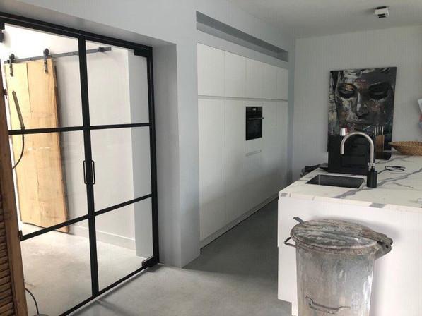 6_Peize_Luinge_keuken_metalen deur.jpg