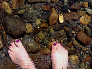 How to Get Nature's Antioxidants by Grounding Your Feet