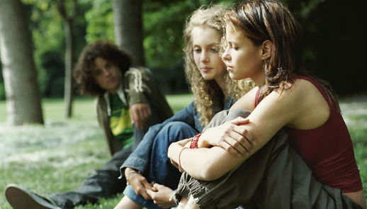 Teenagers in park 600x340.jpg